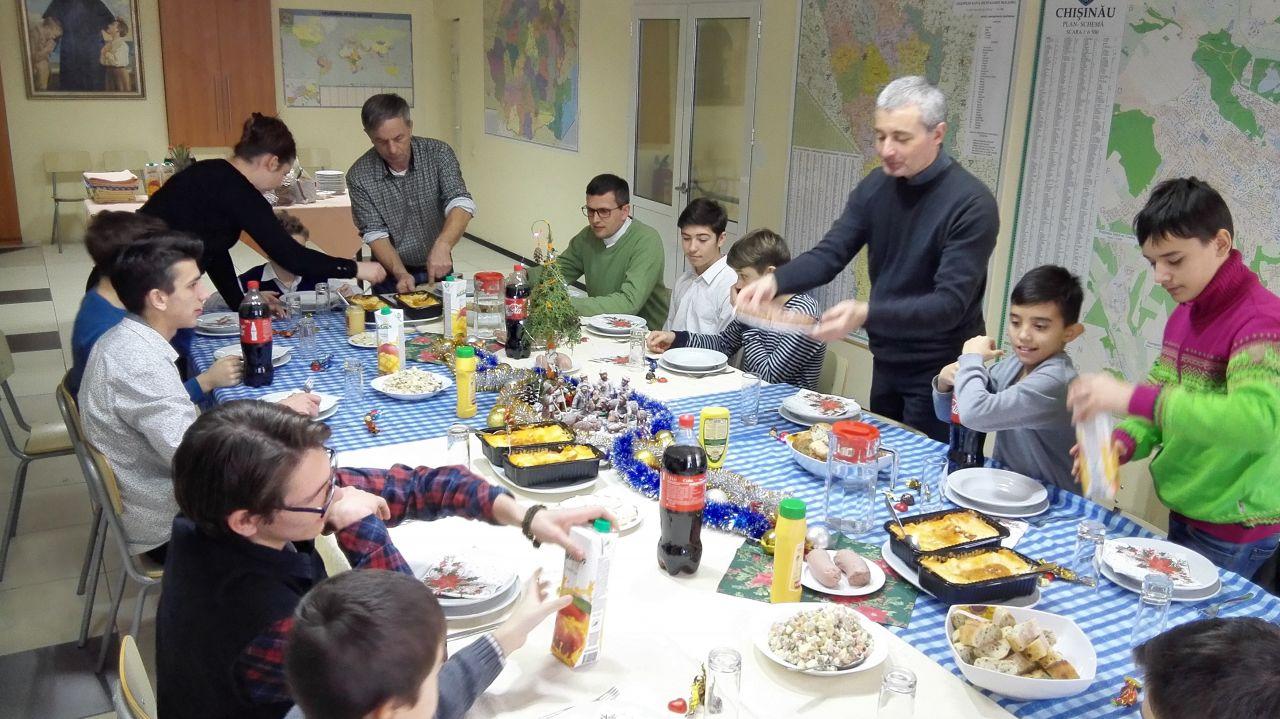 Weihnachtsgrüße An Erzieherinnen.Crăciun Fericit Weihnachtsgrüße Aus Chişinau Mit Don Bosco Für