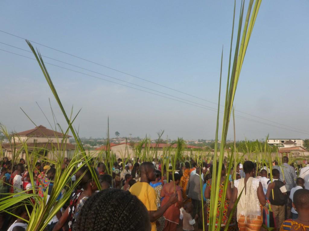 Prozession durch die Quartiere Duékoués