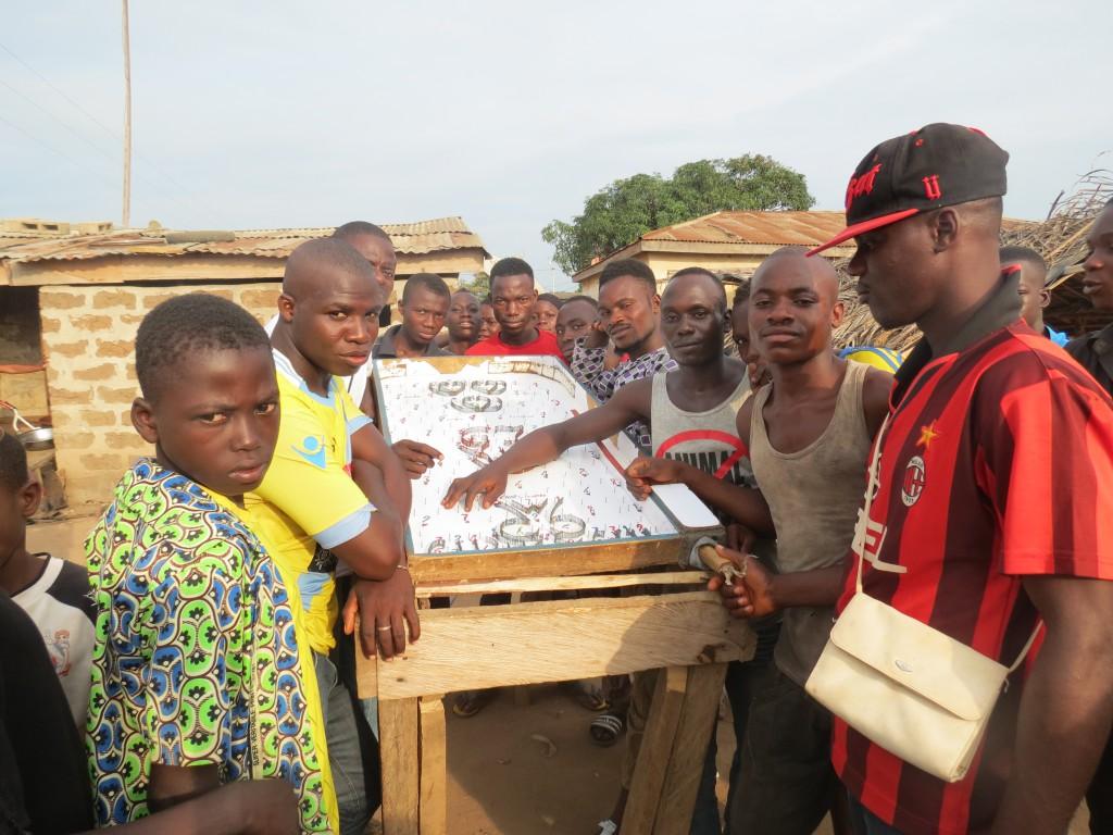 Glücksspiel im Dorf als Freizeitbeschäftigung - der Kreatvität sind keine Grenzen gesetzt
