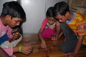Die drei sind sehr konzentriert dabei...
