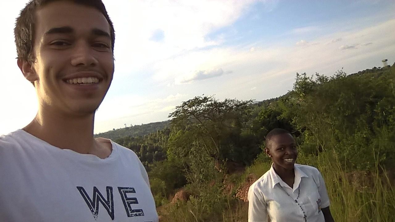 Ich und eine Freundin auf einem Miniberg