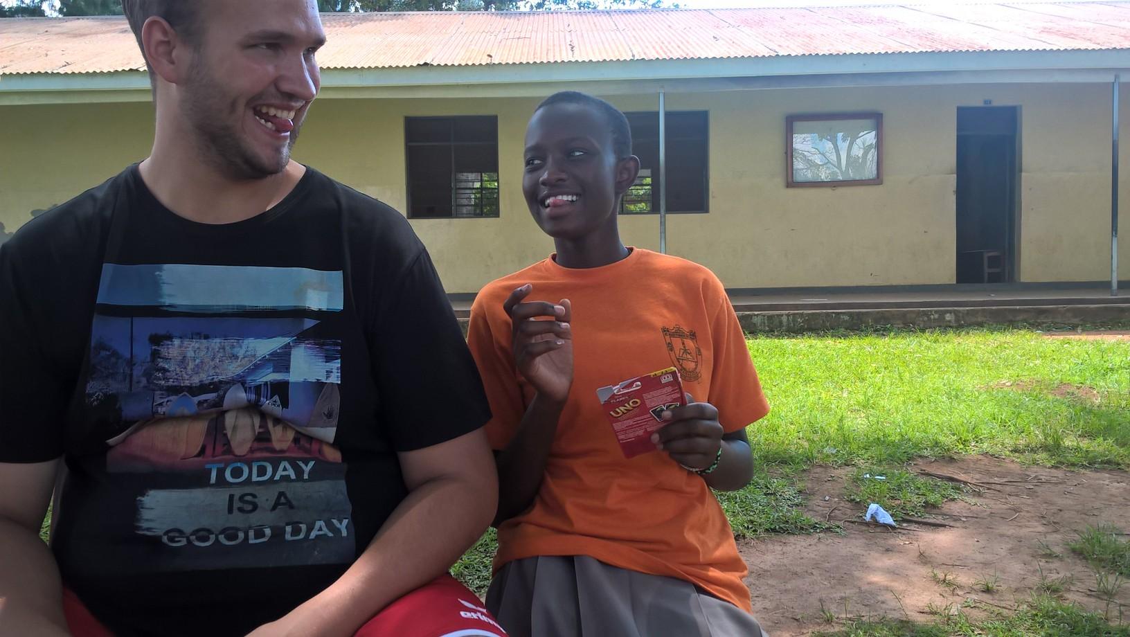 Sven und Charity beim Uno spielen...