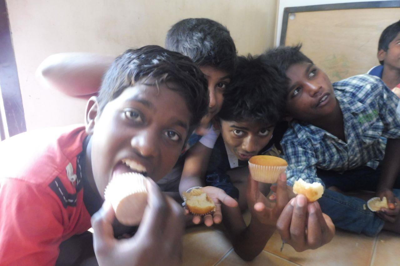CWC-Kids mit Muffins